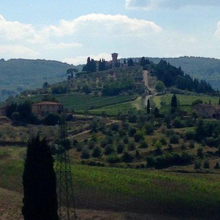 Castello Vicchiomaggio: The castle on the hill