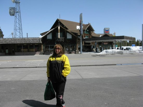 Three Bear Lodge: улицы недалеко от отеля