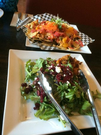 Nourish Bistro: Nachos and salad
