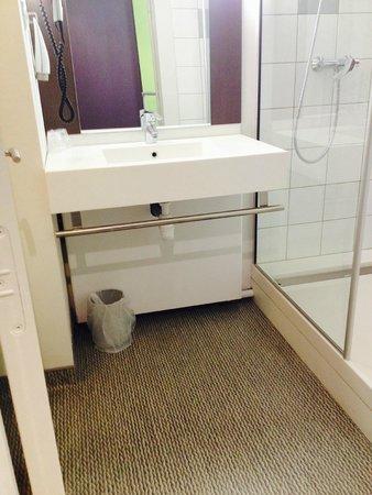 Ibis Styles Beaune Centre : salle de bain