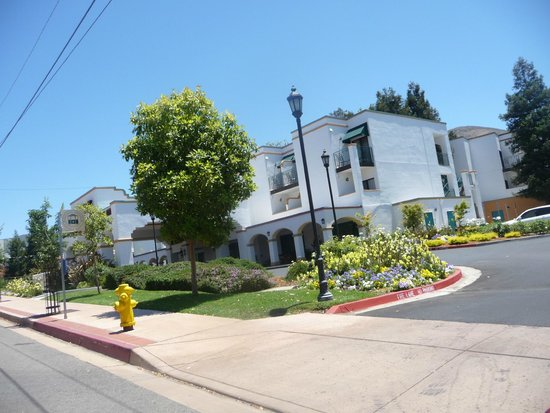 Quality Suites San Luis Obispo: Desde la calle