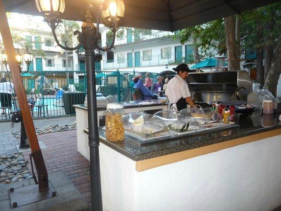 Quality Suites San Luis Obispo: BBQ