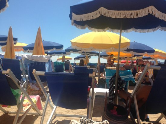 Plage Macé: A bit squashed but good value for Cannes