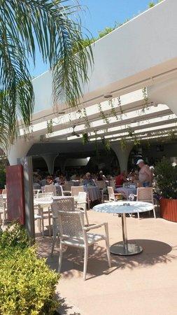 Cornelia Diamond Golf Resort & Spa: Havuzbaşı yemek keyfi