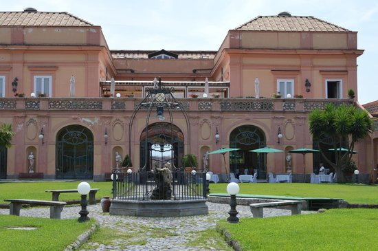 Villa Signorini Events & Hotel : View of the Hotel from the grounds
