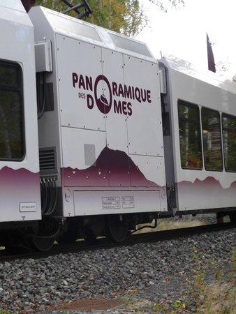 Panoramique des Dômes : Arrivée du train après la descente