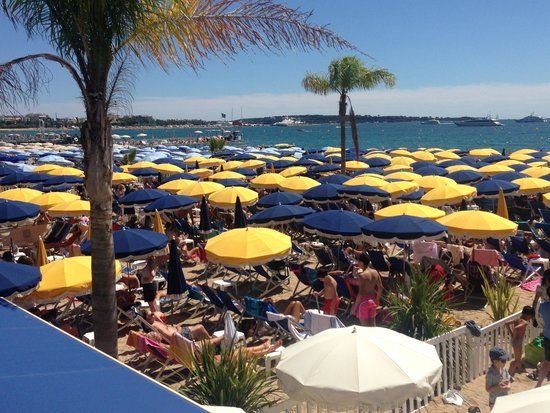 Plage Macé: A Full to capacity Plage Mace in August