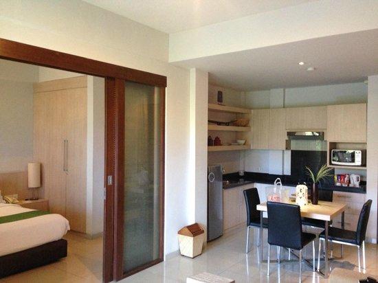 Kokonut Suites Dapur Dan Pintu Geser Penghubung Ke R Tidur
