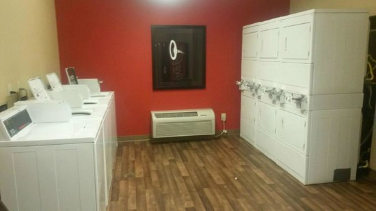 Extended Stay America - Portland - Beaverton - Eider Court: laundry room