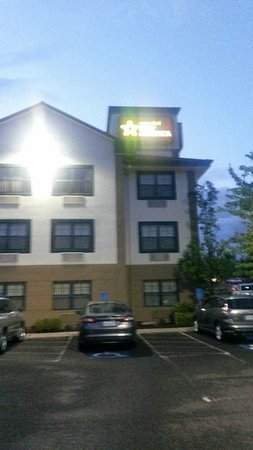 Extended Stay America - Portland - Beaverton - Eider Court: Night view outside hotel