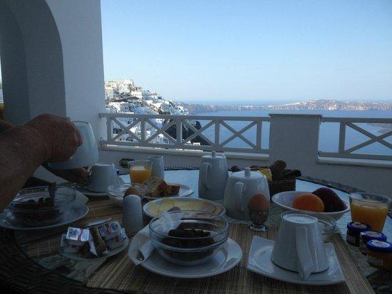 Nomikos Villas: Breakfast on the balcony