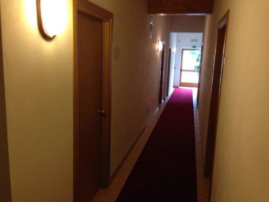 Hotel Andalo: Corridoio.