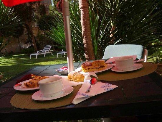 Aedes B&B - The Garden of Dreams : Una colazione così ti cambia in positivo la giornata.