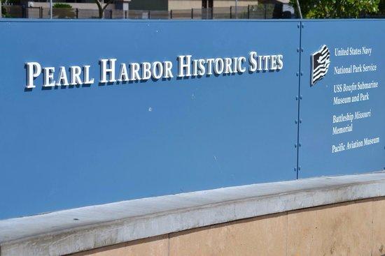 USS Arizona Memorial: Pearl Harbor
