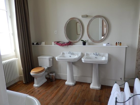 Le Pavillon Villemaurine: Bathroom Villemaurine room