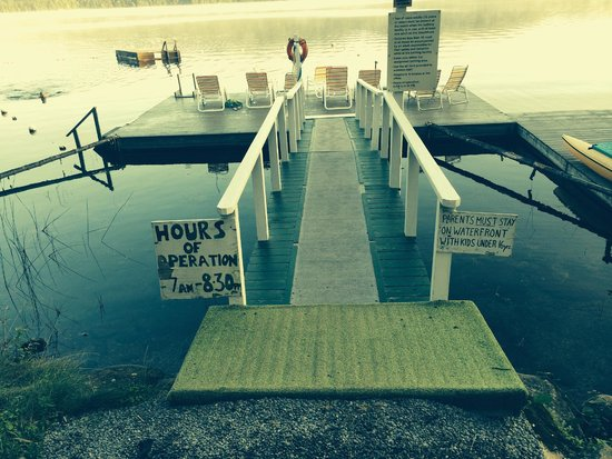 Covewood Lodge: The dock in the morning