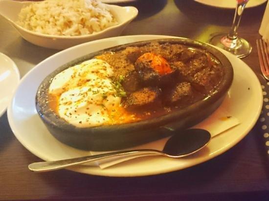 Red Mezze: 'Iskender' main course.