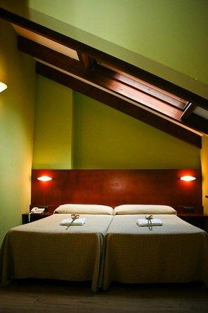 Hotel Torrepalacio: Habitación doble abuhardillada