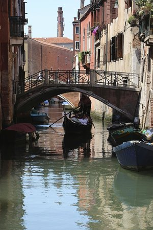 Locanda San Barnaba: Canal View from Water Door