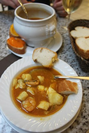 KaDeWe Feinschmeckerbars: Seafood Bouillabaisse