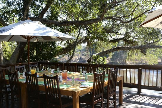 Naledi Game Lodges: Peaceful and beautiful setting for breakfast each morning.