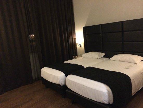Holiday Inn Genoa City : Номер в первый заезд