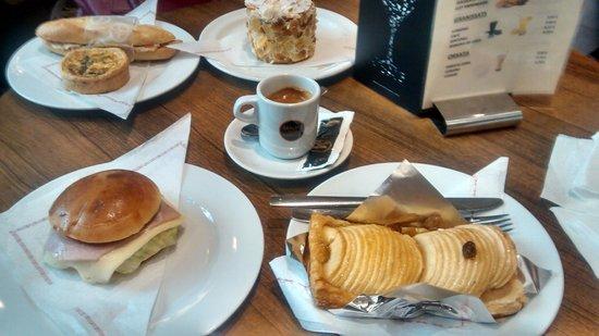 Pastelerias Mauri: Tarta de manzanas e doces deliciosos