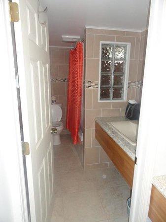Miami Resort Motel: bathroom - obviously