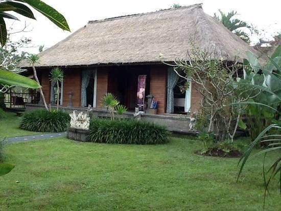 Sri Ratih Cottages: spa