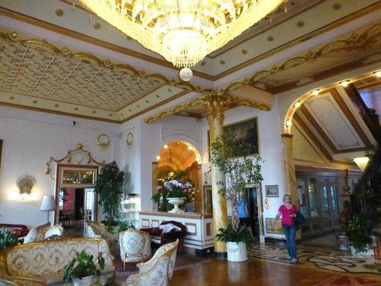 Regina Palace: Longe Area