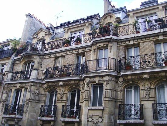 Hotel Residence Foch : Вид из окна номера
