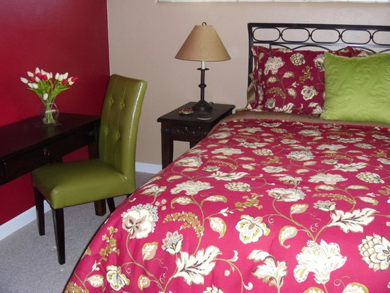 The Guest House Bed & Breakfast : Northwest Guest Room