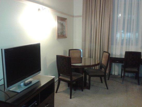 Royal Albert Hotel: Living area