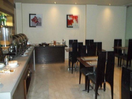 FabHotel Cabana GK1 : The Breakfast & restaurant area