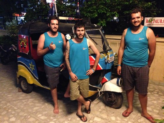 Hotel Bani Park Palace: The Blue Brothers from Australia