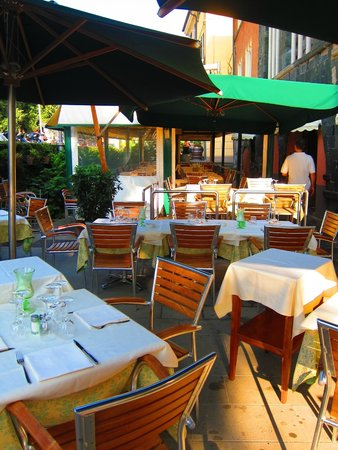 Osteria Tumelin: outdoor seating