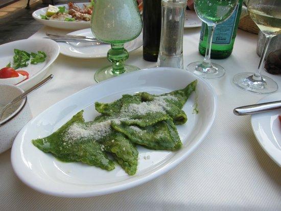 Osteria Tumelin: amazing pesto ravioli
