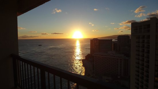 Hyatt Regency Waikiki Resort & Spa: 夕日も見える