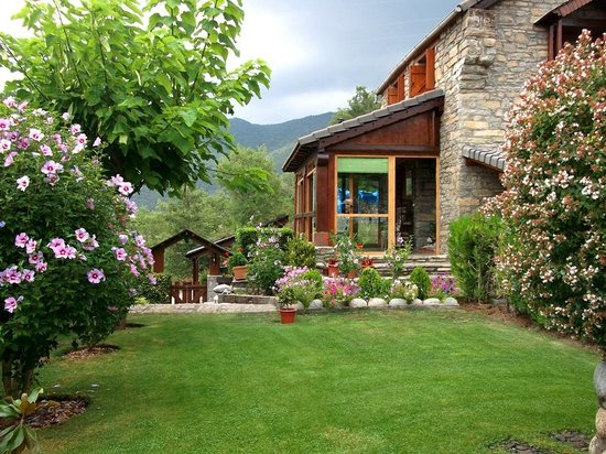 Entrada jard n y sala porche foto di casa rural la era for Jardin principal location