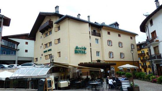 Das hotel in der innenstadt foto di hotel royal cortina for Hotel meuble royal cortina