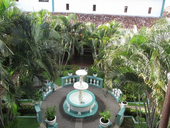 Hotel Dario: Courtyard fountain.