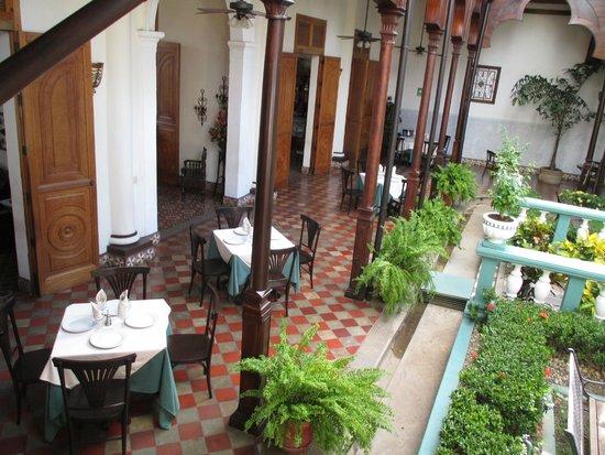 Hotel Dario: Expansive terraces.