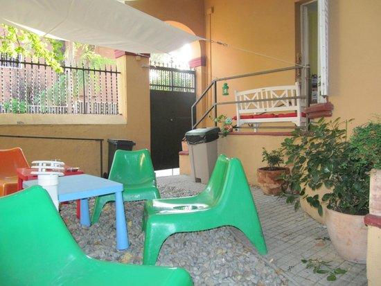 Garden House Hostel Barcelona : Jardín