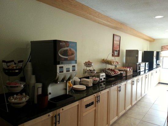 Econo Lodge - Ithaca: Breakfast Area