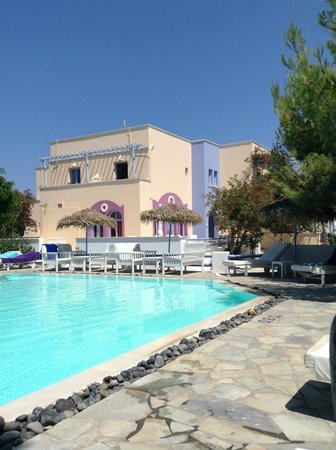 Acqua Vatos Hotel: pool area and hotel