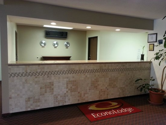 Econo Lodge - Ithaca: Lobby/ Reception