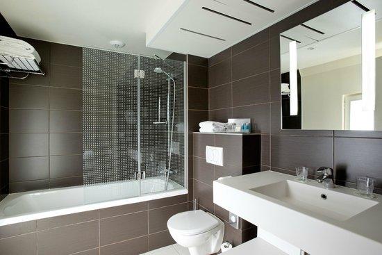 Holiday Inn Paris Opera-Grands Boulevards: Bathroom Standard Room