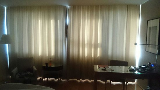 Hilton Reykjavik Nordica: Lack of black out blinds, this was in the middle of the night!
