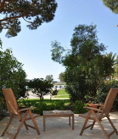 Hôtel le Goéland : Terrasse d'une chambre de catégorie Supérieure en rez-de-jardin