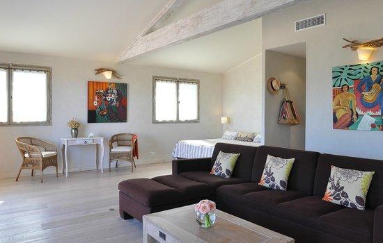 Hôtel le Goéland : Le coin salon d'une chambre de catégorie Suite
